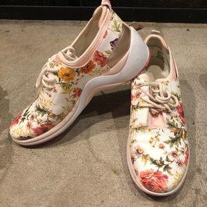 Anne Klein size 9 tennis shoes